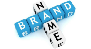 Кубики с буквами, собранные в слова name и brand